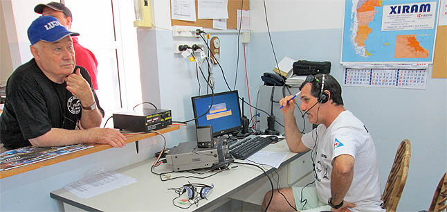 lu2ug, Jorge, operando estacion control LU7AA en 40m en G.Pico